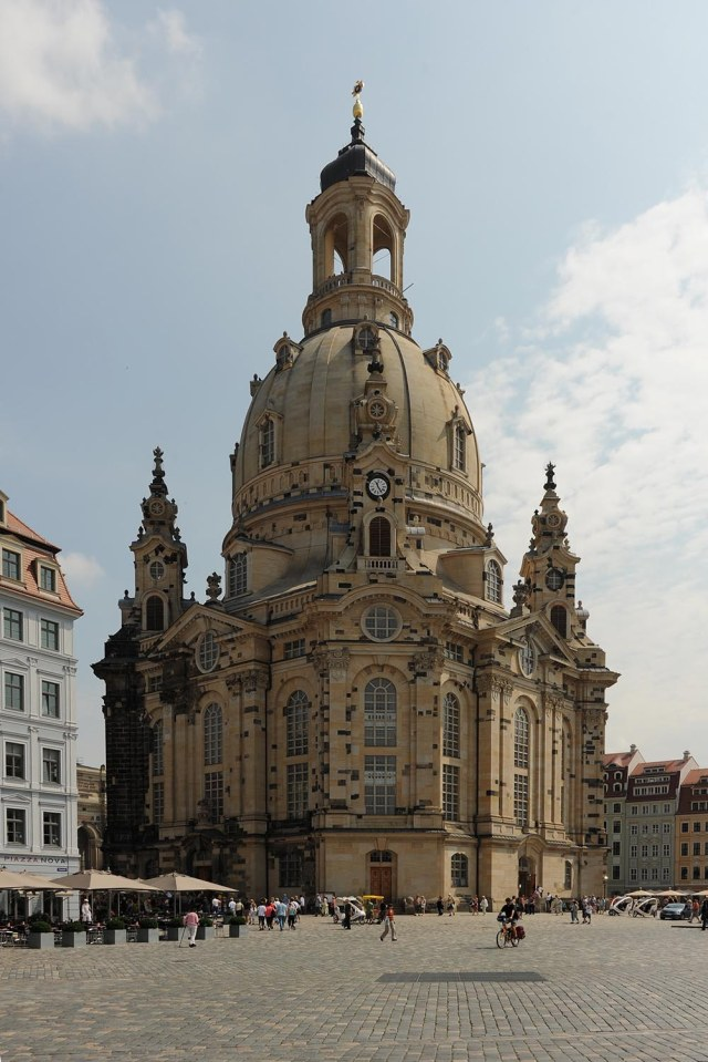 Fig_04_Frauenkirche_outside_Dresden_01_010709_3523_1500